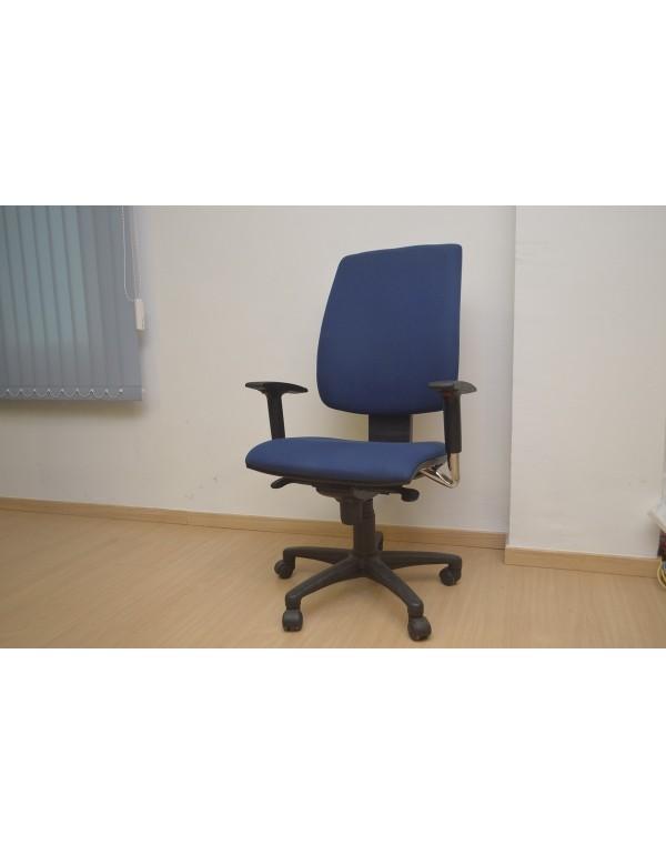 Silla oficina azul marca Luyando